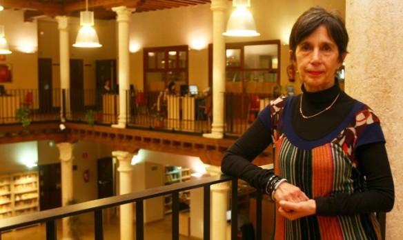 Blanca Calvo, en la biblioteca de Guadalajara.