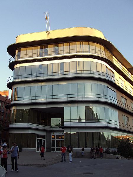 Biblioteca municipal de Móstoles. Wikimedia Commons.