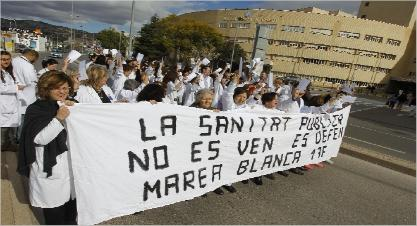 Manifestación de trabajadores sanitarios ante el Hospital General de Castelló. levante-emv
