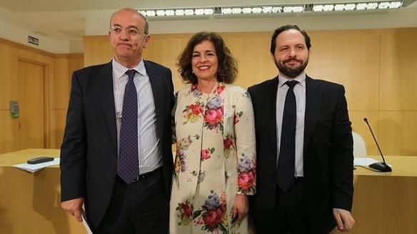 La alcaldesa, Ana Botella, junto a Pedro Corral (izquierda) y Diego Sanjuanbenito (derecha). Foto: ABC JAIME GARCÍA