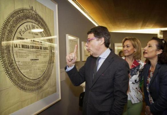 La inauguración estuvo a cargo del Presidente Ignacio González. Atrás se puede ver a la Consejera  Ana Isabel Mariño. Foto de lainformacion.com