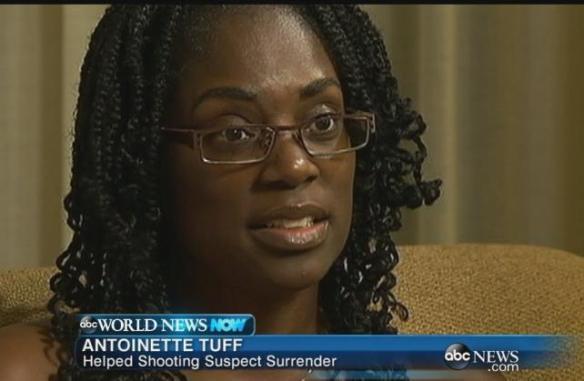 Antoinette Tuff, la bibliotecaria heroína que evito una nueva masacre escolar en EEUU