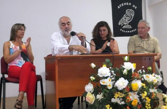 En la foto de grupo, de izquierda a derecha: Inmaculada Hernández, Fernando Martos, Lola Fidalgo y Luis Gutiérrez Barrio, presidente del Ateneo de Salamanca.