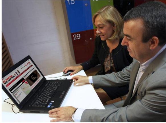 Isabel Mariño y Lorenzo Silva inaugurando el Portal del Lector. Fuente Ser Madrid Sur