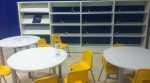La zona infantil de la biblioteca de Castellar, vacía, y el recibidor de la misma, sin conserje ni encargado. Foto, Levante-emv.com