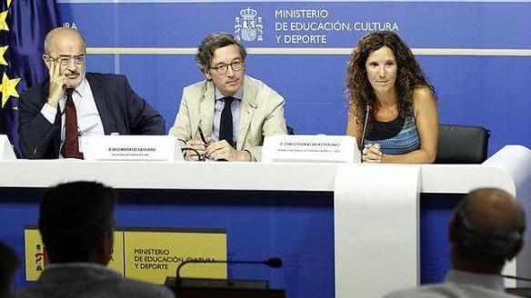 MINISTERIO DE EDUCACIÓN, CULTURA Y DEPORTE José María Lassalle (centro), junto a Concepción Vilariño y Jesús Prieto
