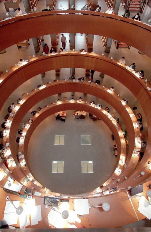 Biblioteca central de la UNED, en Madrid. FERNANDO QUINTELA