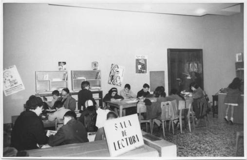 Biblioteca pública Acuña, en Madrid, años cincuenta.