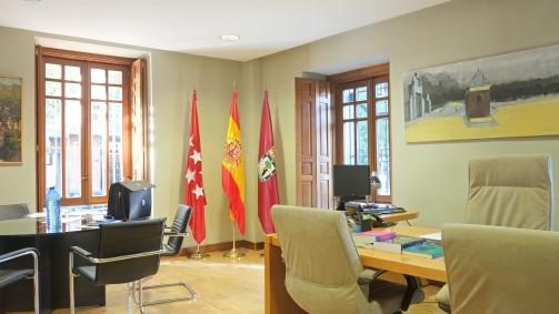 Este es el nuevo despacho del concejal de Retiro. Un poco más modesto que el del anterior.