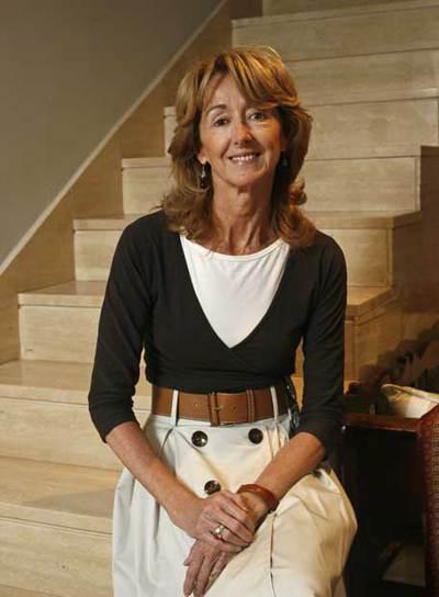 Paloma Sobrini, en su casa de Aravaca. / CLAUDIO ÁLVAREZ (Fuente El País. 2007)